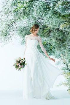 七分丈のレース袖がエレガントな印象を与える軽やかなシルクジョーゼットのエンパイアドレス。オフショルダーがデコルテを美しくみせてくれます。 Wedding Tiaras, Wedding Veils, Wedding Dresses, Beautiful Costumes, Bride Accessories, Wedding Hair Pieces, Bridal Style, Bridal Gowns, One Shoulder Wedding Dress