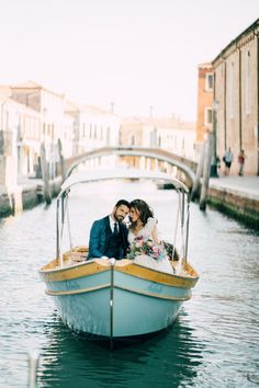 An explosion of colour in this Venice spring wedding inspiration | Venice Wedding Inspiration - SERENA GENOVESE PHOTOGRAPHY | Magnolia Rouge: Fine Art Wedding Blog Romantic Wedding Photos, Romantic Weddings, Chic Wedding, Luxury Wedding, Unique Weddings, Wedding Blog, Destination Wedding, Italian Wedding Venues, Sicily Wedding