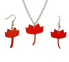Tulip Poplar Set A vibrant floral Tulip shaped leaf charm Beautiful Frosted Bright Red Accessories to liven up your autumn style made with stainless steel, Sterling silver and perspex Chain Length 16-18 inches Each Charm size: approximately 1 inch
