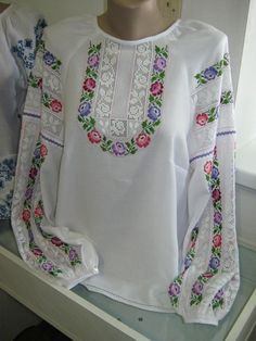 Embroidery On Clothes, Embroidered Clothes, Kurti Embroidery Design, Hand Embroidery Designs, Folk Fashion, Trendy Fashion, Womens Fashion, Hungarian Embroidery, Dress Neck Designs