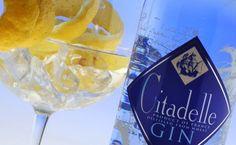 Citadelle es la unica Gin destilada en alambique tradicional Charentais con fuego directo, un metodo ancestral que se traduce en una ginebra con una textura y una riqueza aromatica unicas en el mundo