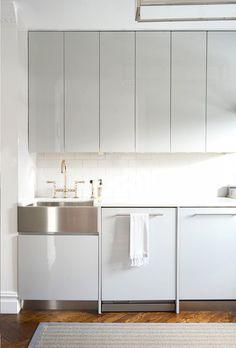 Home Interior Decoration .Home Interior Decoration White Contemporary Kitchen, Contemporary Kitchen Cabinets, Grey Kitchen Cabinets, Gloss Kitchen, Tall Cabinets, Upper Cabinets, Kitchen Modern, Contemporary Bedroom, Modern Contemporary