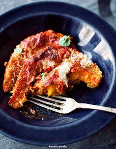 Dynia zapiekana w chrupiącej panierce z sosem pomidorowym i parmezanem