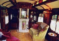Gypsy caravan interior 600x419 Roulottes Gypsy Caravan Tiny House