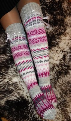 Hanknitted women, teens over knee socks. Yarn: wool polyamid Size: 38 in stock These socks are great for wearing with boots in cold weather. Knitted Boot Cuffs, Knit Boots, Knitted Slippers, Wool Socks, Crochet Socks, Knitting Socks, Knit Crochet, Knitting Projects, Knitting Patterns