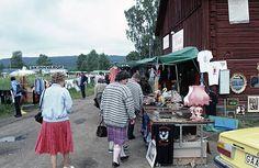 Gränsstation mellan Sverige och Norge. Loppmarknad. Bilden troligen från mitten av 1980-talet.  HändelseProducerades iEda,Eda, Värmland, Värmland av Nilsson, Pål-Nils.