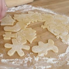 The Best Sugar Cookie Recipe {VIDEO} — Pip and Ebby : This recipe is a family favorite! We make these sugar cookies at least times/year. They turn out perfect every time! Best Sugar Cookie Recipe, Cake Mix Cookie Recipes, Best Sugar Cookies, Christmas Sugar Cookies, Cake Mix Cookies, Cookies Et Biscuits, Holiday Cookies, Christmas Desserts, Cream Cookies