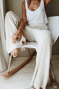 home outfit From Street Style to Cozy Loungewear - Crystal Sundays Lounge Outfit, Lounge Wear, Lounge Pants, Look Fashion, Fashion Outfits, Fashion Pants, Korean Fashion, Fashion Beauty, 90s Fashion