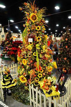 Festival of Trees - Sunflower Tree - Christmas Rustic Christmas Ornaments, Burlap Christmas Tree, Christmas Tree Cards, Christmas Tree Themes, Holiday Tree, Christmas Tree Toppers, Xmas Tree, Stained Glass Christmas, Glass Christmas Tree