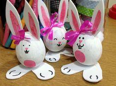 Huevos de Pascua de conejitos