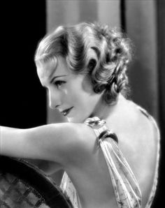 Hairstyles and fashions from the silver screen - Movie Hairstyles - Barbara Stanwyck, born Retro Hairstyles, Wedding Hairstyles, Medium Hairstyles, Hollywood Hairstyles, Fritz Lang, Barbara Stanwyck, Old Hollywood Glamour, Mode Vintage, Vintage Beauty