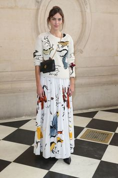 Alexa Chung attends the Christian Dior fashion show during Paris Fashion Week Alexa Chung Style, Michelle Williams, Cate Blanchett, Miu Miu, Dior Fashion, Paris Fashion, Fashion Weeks, Boho Fashion Winter, Estilo Blogger