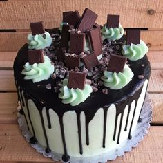 I made my very first 🍦ICE CREAM DRIP CAKE 🎂 😁🙌🏼 Mint chocolate chip ice cream cake topped with Andes mints. Menta Chocolate, Chocolate Ice Cream Cake, Ice Cream Cone Cake, Mint Chip Ice Cream, Ice Cream Birthday Cake, Mint Chocolate Chips, Birthday Cakes, Andes Mint Cake Recipe, Candy Cakes