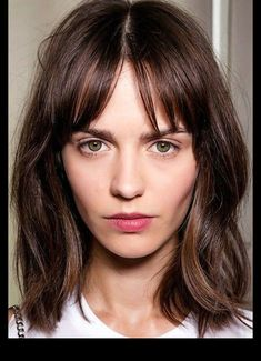 Brunette Bob Hairstyles with Bangs Bob Haircuts For Women, Long Bob Haircuts, Haircuts With Bangs, Lob Bangs, Parted Bangs, Long Bob Bangs, Fringe Bangs, Lob With Bangs, Mid Length Hair Fringe