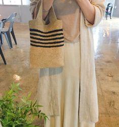 코바늘 마 실 가방 : 네이버 블로그 Crochet Clutch, Tote Bags Handmade, Linen Bag, Knitted Bags, Crochet Accessories, Sewing Techniques, Diy Crochet, Crochet Clothes, Textile Design