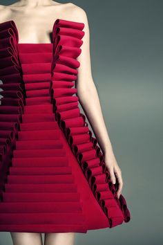 Fabric Manipulation for fashion - structured red dress with rolling pleats // Jean Louis Sabaji, Lebanon Origami Fashion, 3d Fashion, Fashion Fabric, Fashion Details, Look Fashion, High Fashion, Ideias Fashion, Fashion Show, Fashion Design