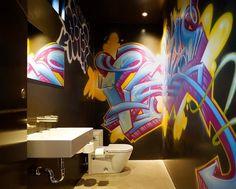 Cool graffiti enlivens the kids' bathroom in black - Decoist