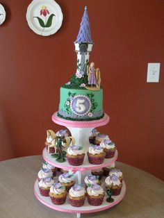 Tangled cake & cupcake tower - Cake by Dani Johnson - CakesDecor Rapunzel Cupcakes, Bolo Rapunzel, 5th Birthday Cakes For Girls, Birthday Cupcakes, 4th Birthday, Birthday Ideas, Rapunzel Birthday Party, Tangled Party, Disney Tangled