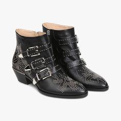 Boots studs métal boucles CHLOÉ : 950€ !! ..... Talons hauts CHLOÉ - Le Bon Marché Rive Gauche