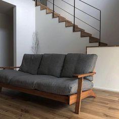 「シンプルの中に上質さを」夫婦で拘り抜いたおうちづくり。_______n.t.kさんのご自宅を探索!(前編) | ムクリ[mukuri] Image Sites, Sofa, Couch, Love Seat, House Plans, Stairs, Interior, Furniture, Home Decor