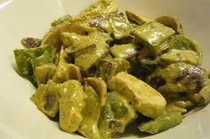 Pollo al curry verde con avocado - Una ricetta tailandese molto fresca da completare con riso