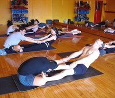 Bikram Yoga, Iyengar Yoga, Ashtanga Yoga, Yoga Gym, Partner Stretches, Partner Yoga Poses, Body Stretches, Yoga Exercises, Pilates
