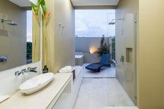 Baño con Jardín Bathroom Lighting, Bathtub, Exterior, Mirror, Furniture, Home Decor, Bathrooms, Arch, David