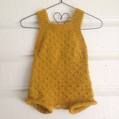 Instagram Knitting For Kids, Baby Knitting Patterns, Knitting For Beginners, Old Baby Cribs, Kids Frocks, Crochet Baby Clothes, Culottes, Baby Pants, Pants Pattern
