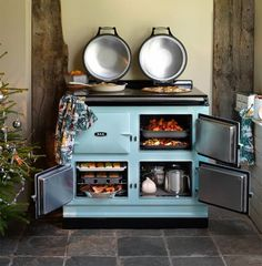 A frequent question we get asked in our showrooms is how an AGA range works. Learn more about this unique and stunning piece of #kitchen equipment that is popular in many European homes.