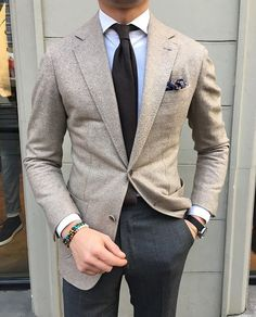 If you are in the market for brand new men's fashion suits, there are a lot of things that you will want to keep in mind to choose the right suits for yourself. Below, we will be going over some of the key tips for buying the best men's fashion suits. Blazer Outfits Men, Stylish Mens Outfits, Mens Fashion Suits, Fashion Outfits, Fashion Top, Mens Suits Style, Fashion Blogs, Fashion Hair, Formal Men Outfit