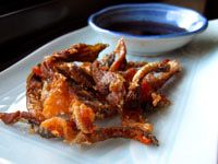 A recipe for crispy-fried salmon skin done Asian-style. Think of this as a recipe for salmon bacon -- crispy, a little fatty, and pleasingly salty. Baked Salmon Recipes, Sushi Recipes, Seafood Recipes, Cooking Recipes, Healthy Recipes, Cooking Fish, Healthy Food, Salmon Crispy Skin, Salmon Skin
