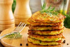 Vegetable fritters of zucchini. Egg Recipes, Indian Food Recipes, Vegetarian Recipes, Cooking Recipes, Easter Recipes, Healthy Comfort Food, Healthy Cooking, Quiche, Curry