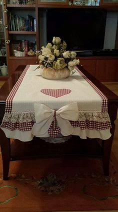 Best 12 – Page 318981586106746438 – Skil - Diy Crafts - Marecipe Patchwork Kitchen, Sewing Crafts, Sewing Projects, Crafts To Make, Diy Crafts, Table Runner Pattern, Christmas Table Settings, Deco Table, Dress Sewing Patterns