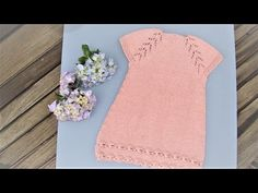 vestido con flores also english pattern, related videos and comments Knitting For Kids, Free Knitting, Baby Knitting, Crochet Baby, Knitting Patterns, Knit Crochet, Toddler Dress Patterns, Knit Baby Dress, Angel Gowns