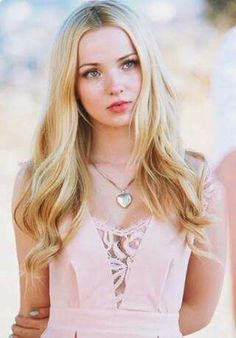 Omg dove cameron looks awesome Dov Cameron, Pretty People, Beautiful People, Dove Cameron Style, Chloë Grace Moretz, Actrices Sexy, Caroline Forbes, Chloe Grace, Celebs