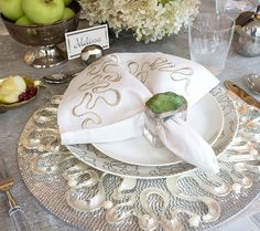 The Pearl Swirl Charger in silver will have your table looking so chic and elegant. Find the perfect plate chargers for your wedding table decorations.