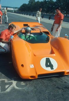 Bruce McLaren - McLaren Chevrolet - McLaren Cars Ltd. - Full International Can-Am Road America - 1967 Canadian-American Challenge Cup, round 1 Vintage Sports Cars, Classic Sports Cars, Vintage Racing, Vintage Cars, Classic Cars, Vintage Auto, Real Racing, Sports Car Racing, Sport Cars