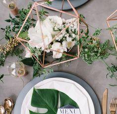 Assim como há diversas espécies de flores para usarmos em casa, as combinações que montam arranjos de mesa podem ser infinitas