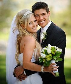 Best wedding hairstyles with veil half up fun 25 ideas Wedding Picture Poses, Wedding Photography Poses, Wedding Poses, Wedding Shoot, Wedding Couples, Wedding Pictures, Wedding Veils, Wedding Albums, Photography Ideas