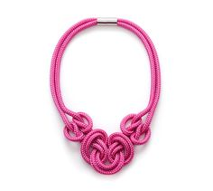 Le collier noeud rose