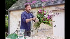 How to create a hand-tied bouquet: Fyvie Castle - YouTube Bouquet Wrap, Gift Bouquet, Hand Tied Bouquet, How To Wrap Flowers, Cut Flowers, Fresh Flowers, Cut Flower Garden, Flower Farm, Floral Headdress