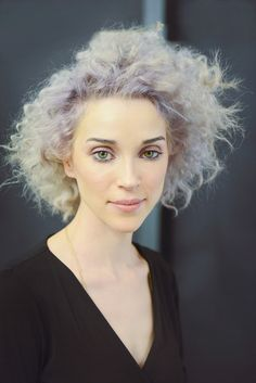 Annie Clark (known professionally as St. Vincent) Gorgeous woman, gorgeous hair and an amazing artist Pretty People, Beautiful People, Annie Clark, Going Gray, Grey Hair, Pretty Hairstyles, Girl Crushes, Hair Inspiration, Character Inspiration