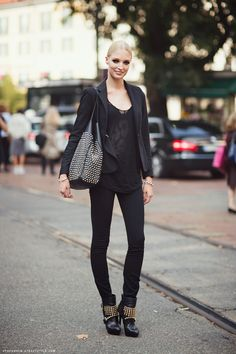 all black (pictured: Melissa Tammerijn) #streetstyle #fashion #modeloffduty