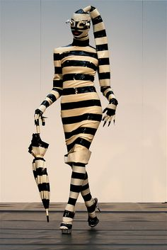 Fashion Tips Moda .Fashion Tips Moda Fashion Fail, Weird Fashion, High Fashion, Fashion Tips, Fashion Design, Funny Fashion, Steampunk Fashion, Gothic Fashion, Fashion Models