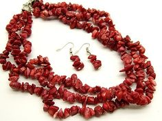 Chunky coral necklace. Cute!