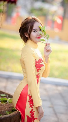 Smile girl pictures and quotes Sexy Asian Girls, Beautiful Asian Girls, Girl Pictures, Girl Photos, Vietnam Girl, Beautiful Muslim Women, Brunette Beauty, Ao Dai, Asian Beauty