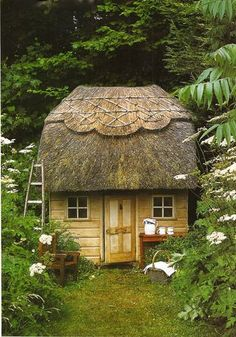 little cottage with a thatched roof. very charming little garden shed Little Cabin, Little Houses, Small Houses, Cute Cottage, Cottage Style, Yellow Cottage, Shabby Cottage, Fairy Houses, Play Houses