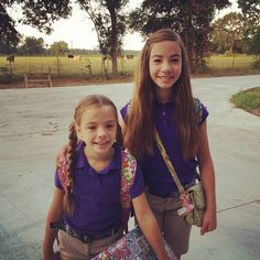 School's back these two aren't used to getting up this early. Look at,  #deridder #derriderlouisiana #fortpolk #fortpolklouisiana #fortpolk #leesville #leesvillelouisiana #rosepine #school #vernonparish