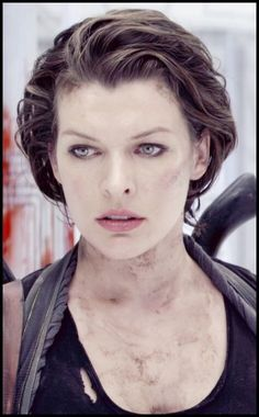 short hair after short cut has grown a bit Resident Evil Movie Series, Lloyd Singer, Crop Hair, Portraits, Milla Jovovich, Female Actresses, Beautiful Actresses, Movie Stars, Hair Cuts