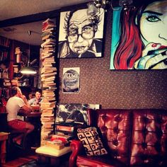 Aussie coffee shop. Picturesss and books idea?